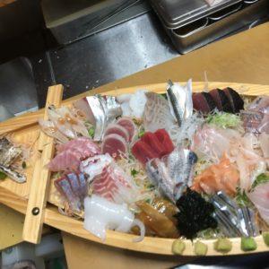 豪華で新鮮な刺身の舟盛りご用意しています